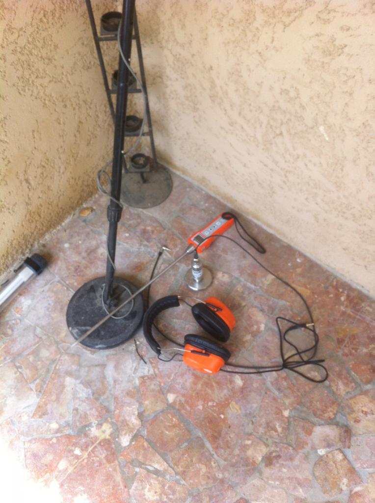materiel utilisé  detecteur de metaux et detecteur acoustique