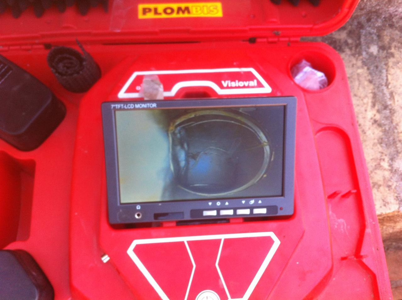 passage caméra visioval dans canalisation pour trouver la fuite
