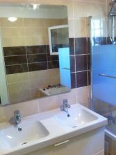 mirroir salle de bain et robinetterie